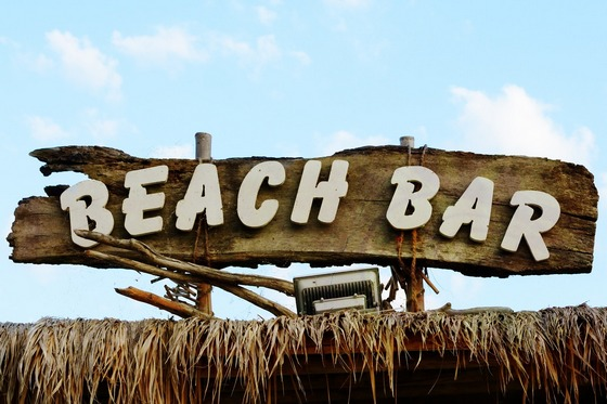 ../images/Beach-bar-wooden-sign.jpg