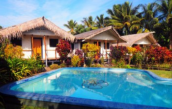 ../images/Bungalows-pool.jpg