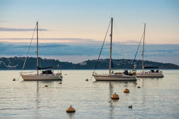 ../images/Sail-boats-in-harbour.jpg