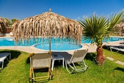 ../images/Tropical-resort-surrounds-180.jpg